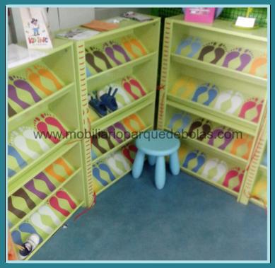 Mobiliario y complementos para parque de bolas parques for Mueble banco zapatero